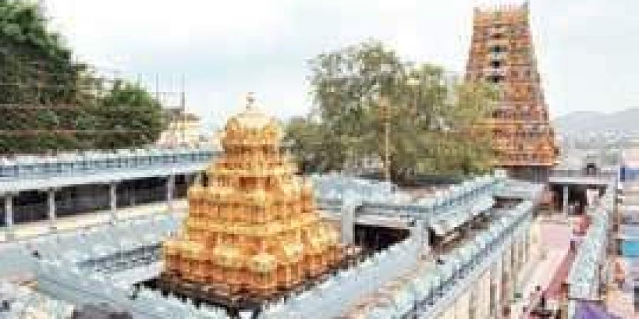 వీడియో: దుర్గమ్మ గుడి వద్ద లైవ్లో అన్యమత ప్రచారం