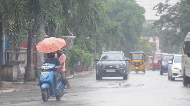 హైదరాబాద్ లో వర్షం.. లోతట్టు ప్రాంతాలు జలమయం